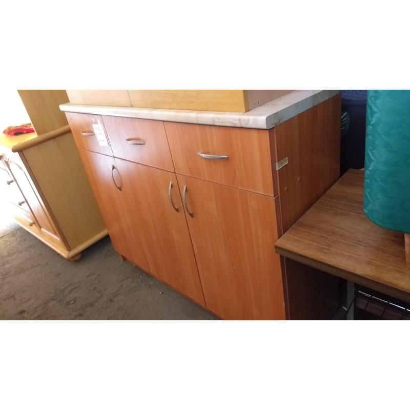 Шкаф с чекмедже и врати