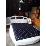 Спалня лукс. Удобни нощни представки и нощни лампи
